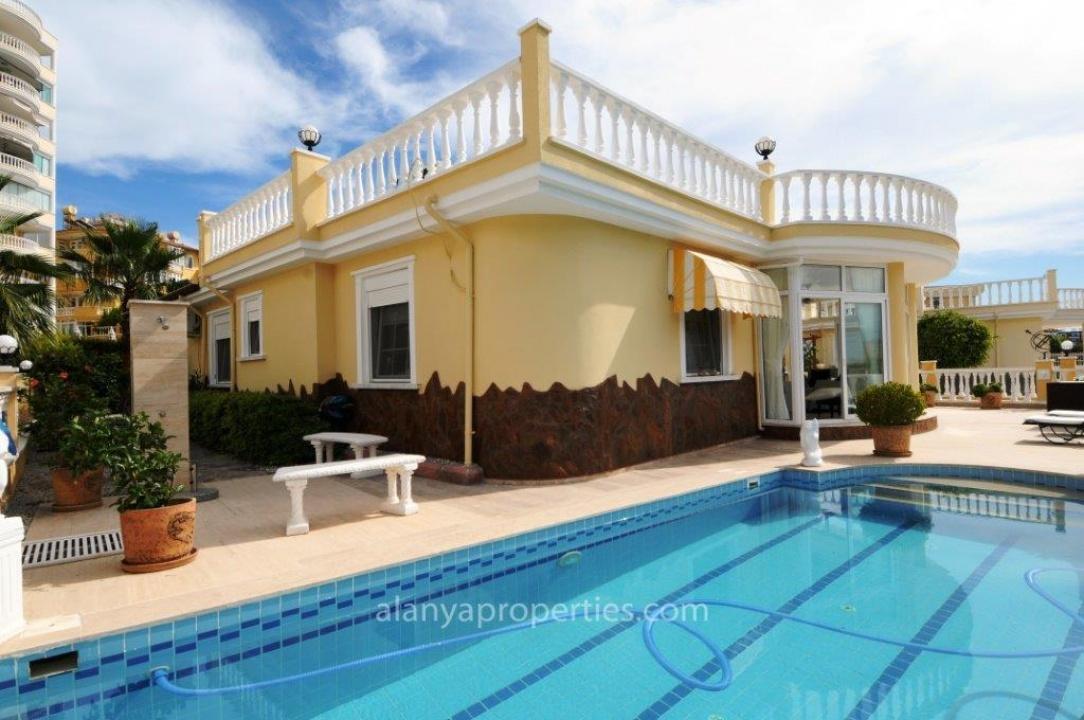 <b>AL-509 - Rooms :</b> 4 | <b>Bedrooms :</b> 3 | <b>Living Space :</b> 180m&#178; | <b>Year:</b> 2005 | <b>Price :</b>&euro; 235,000