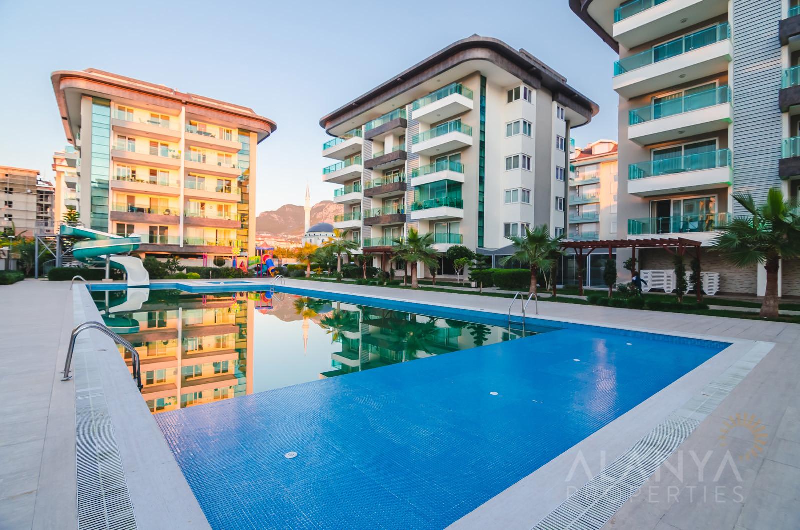 Luxe Penthouse met adembenemend zeezicht in Kestel, Alanya