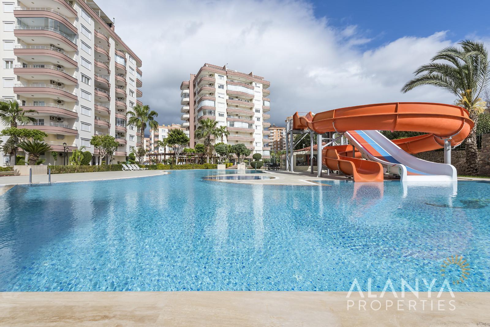Prachtig ingericht duplex penthouse appartement met zeezicht in Tosmur, Alanya