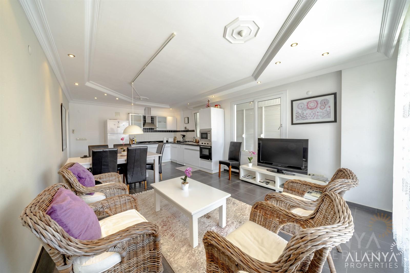 Appartement-penthouse en duplex – 4 chambres – très bien situé à Tosmur, Alanya