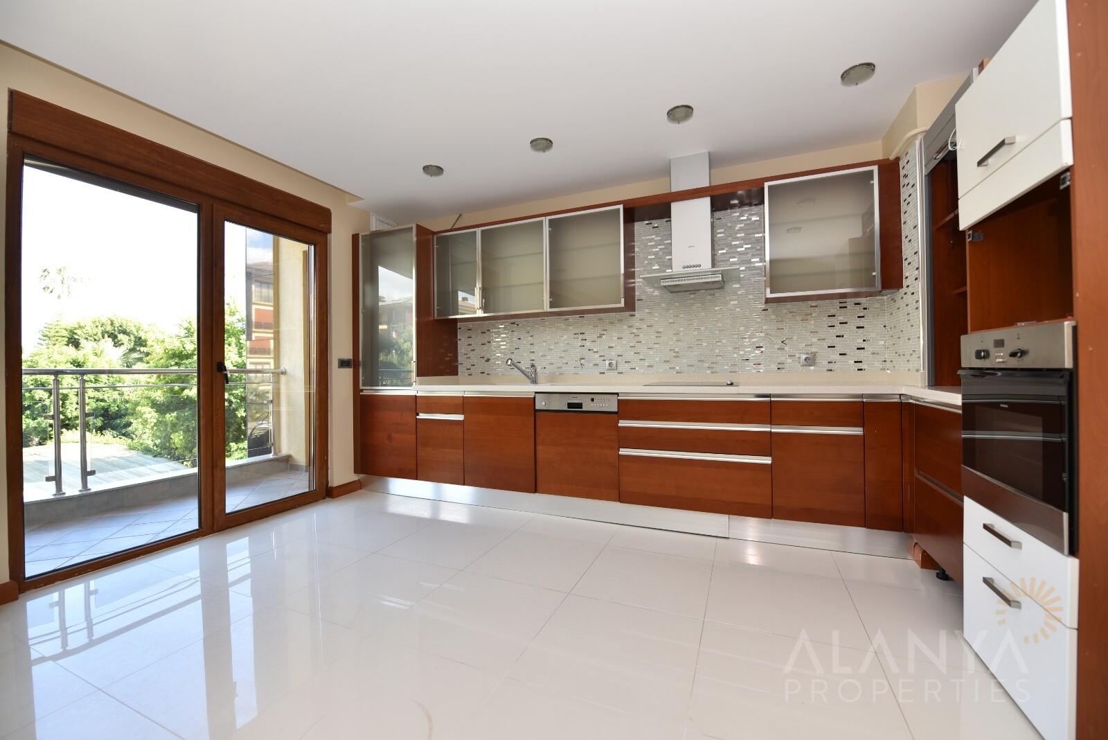 Groot luxe appartement vlak aan zee in het centrum van Alanya